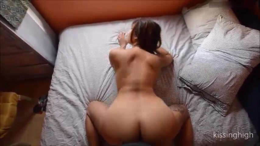 Busty camgirl KissingHigh gets creampied on bed