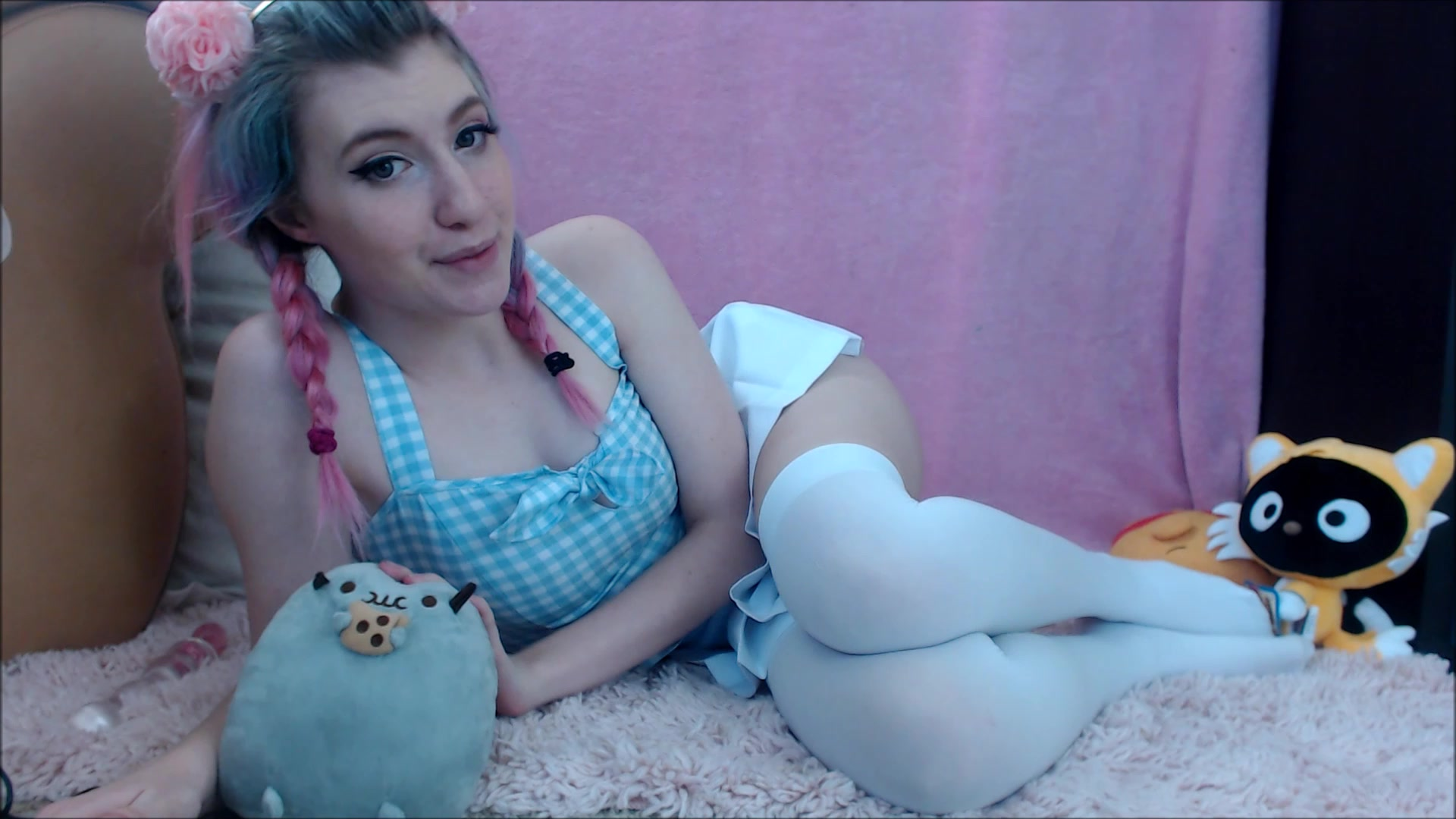 Cute babe Kawaiiikitten fingering and dildoing her pussy on webcam