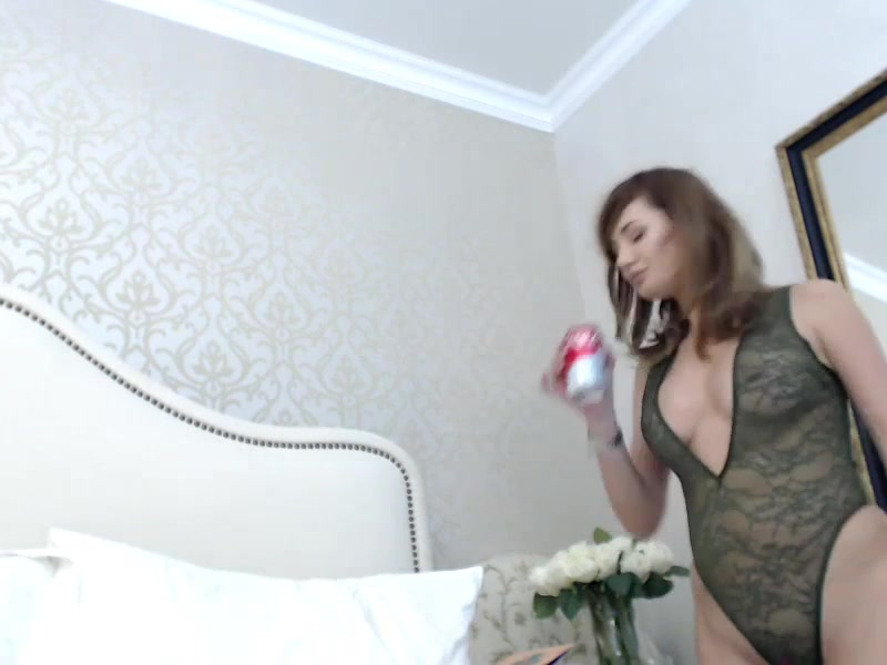 Romanian hottie Miss Marilin teases with ohmibod on bed